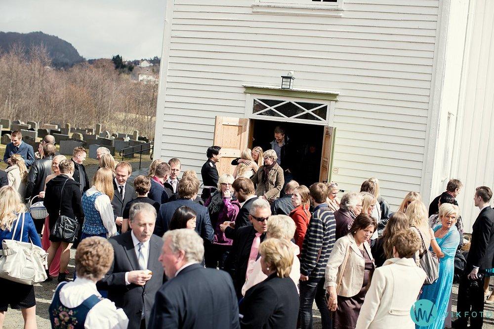 41-bryllup-kvinesdal-kirke-vielse-brudepar