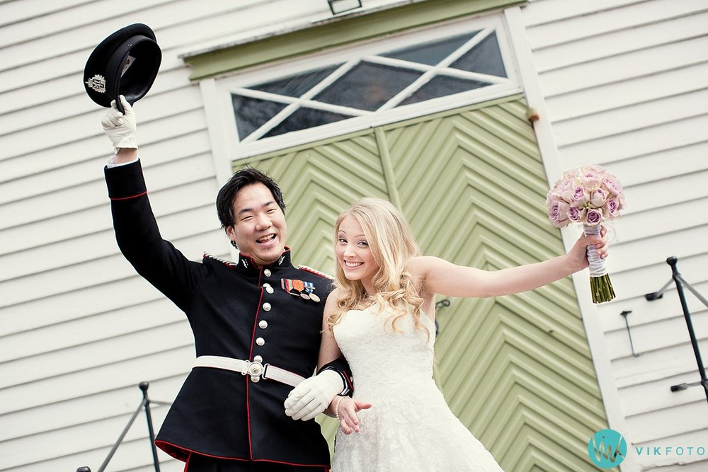 43-bryllup-kvinesdal-kirke-vielse-brudepar
