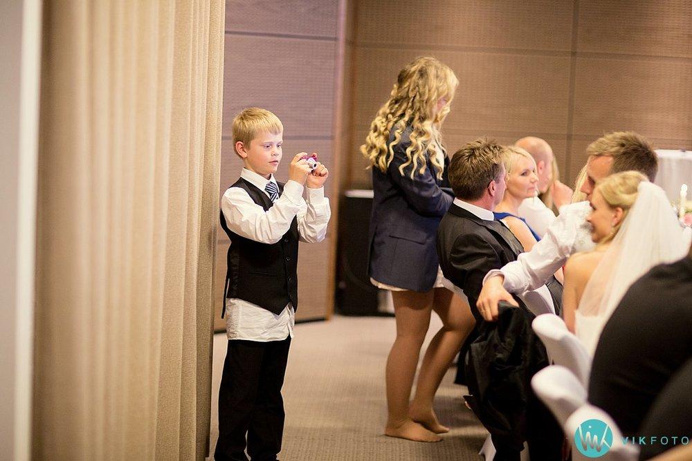 63-bryllup-strand-hotell-fevik-fest-brudepar