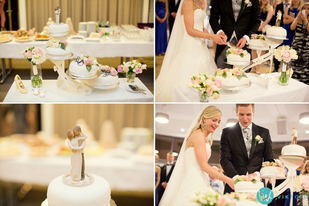 65-bryllup-strand-hotell-fevik-fest-brudepar