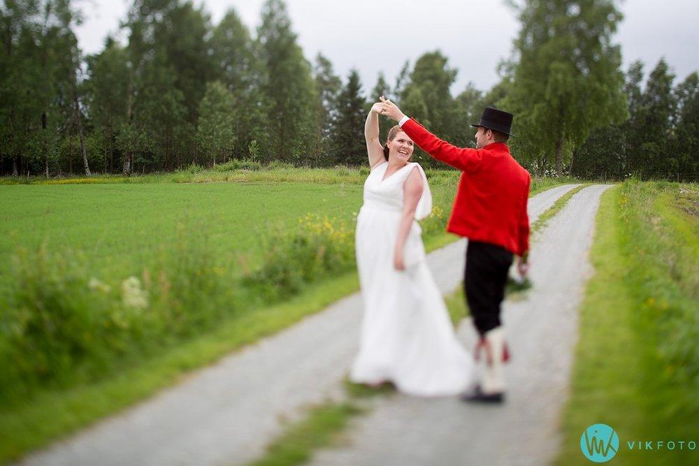 01-bryllup-fotograf-spydeberg-brudepar-bryllupsbilde-bunad
