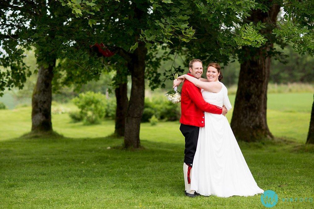 36-bryllup-fotograf-spydeberg-brudepar-bryllupsbilde-bunad