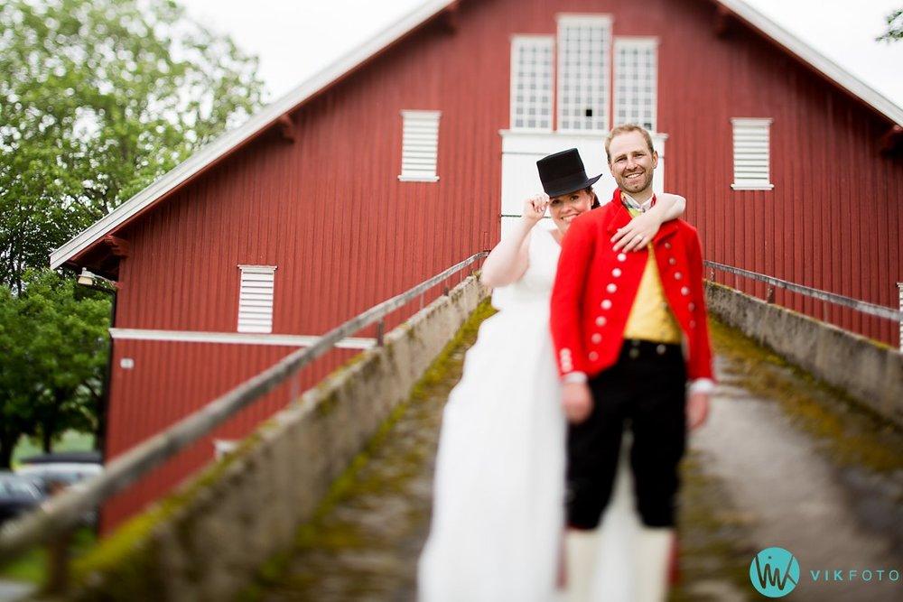 41-bryllup-fotograf-spydeberg-brudepar-bryllupsbilde-bunad