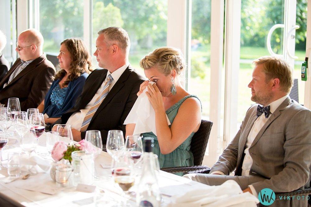 57-bryllupsmiddag-tale-gjester-bryllup-fest-refsnes