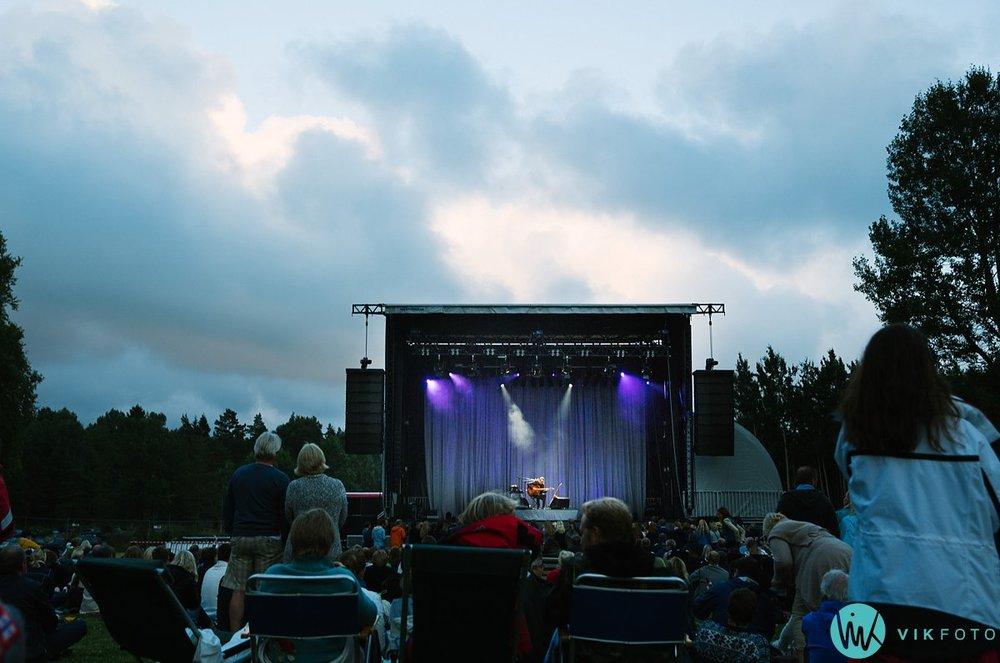 07-jarle-bernhoft-konsert-hvaler-gjestgiveri-plenen.jpg