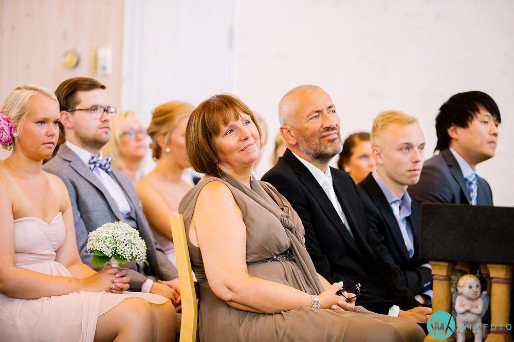 20-bryllupsfotograf-vestby-vielse-såner-kirke-brudepar