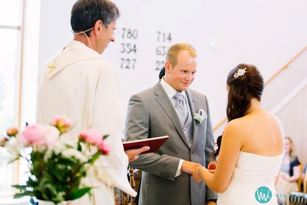 24-bryllupsfotograf-vestby-vielse-såner-kirke-brudepar