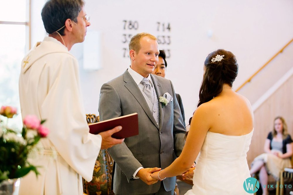 25-bryllupsfotograf-vestby-vielse-såner-kirke-brudepar