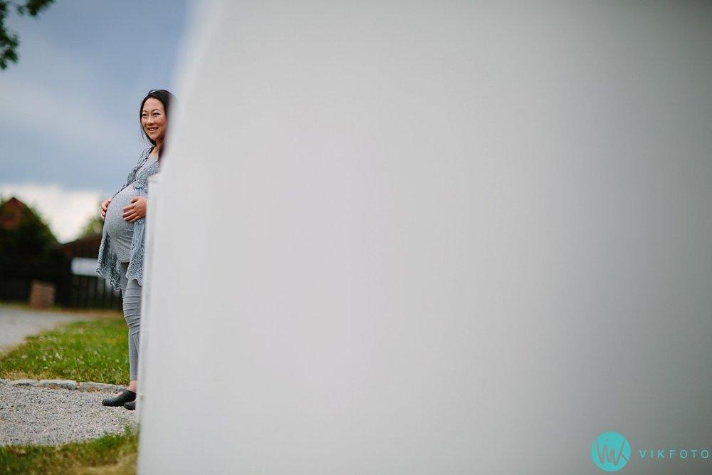 07-gravidfotografering-gravidmage-utendørs-gravidbilde