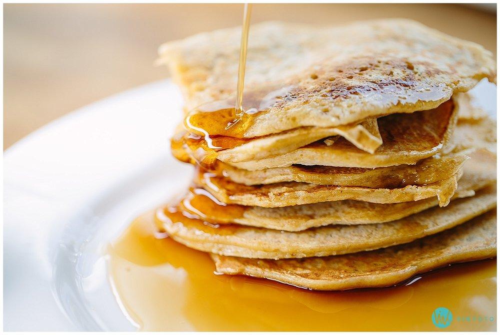 pannekaker-sirup-lønnesirup-pancakes-maple-syrup.jpg