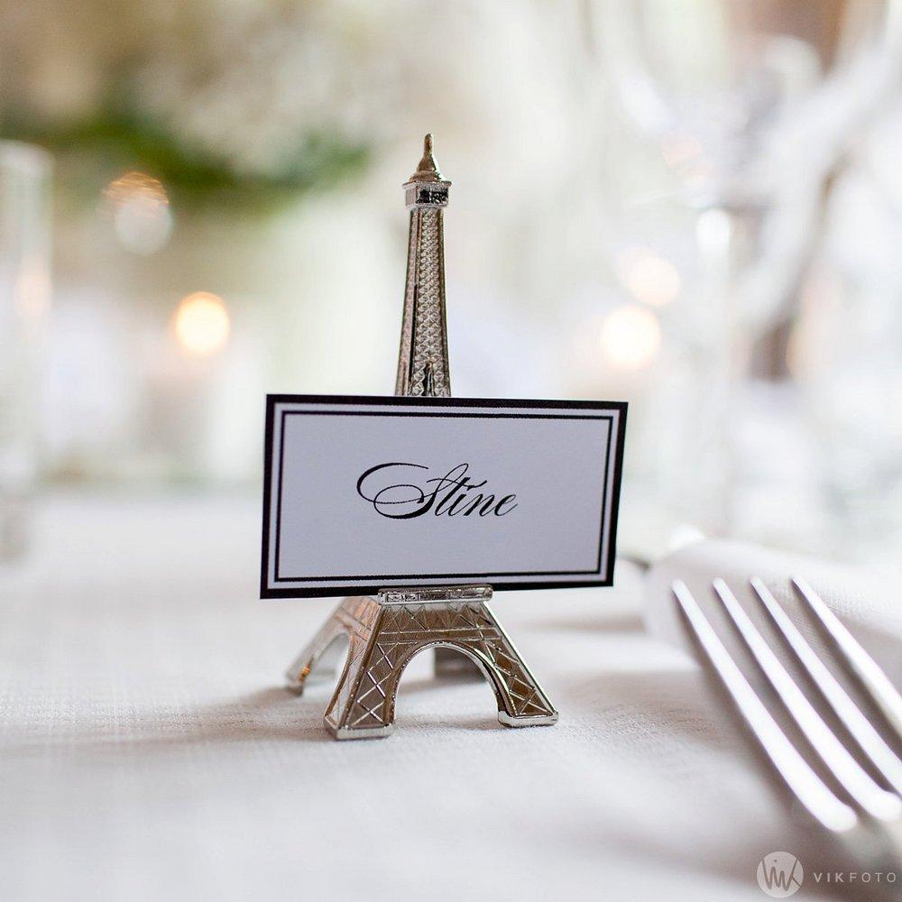 Kreativt bordkort til bryllupet.