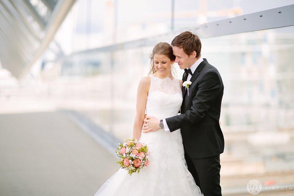 29-bryllup-fotograf-oslo-bryllupsbilde-barcode-bjørvika.jpg
