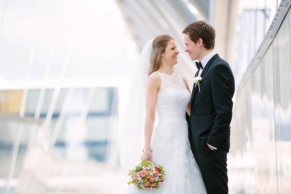 31-bryllup-fotograf-oslo-bryllupsbilde-barcode-bjørvika.jpg