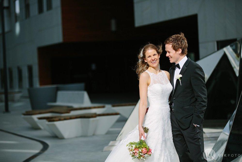 35-bryllup-fotograf-oslo-bryllupsbilde-barcode-bjørvika.jpg