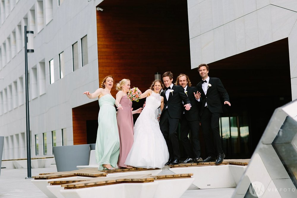 36-bryllup-fotograf-oslo-bryllupsbilde-barcode-bjørvika.jpg