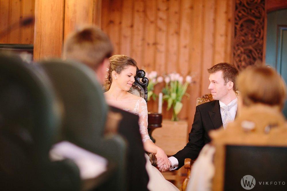 23-vinterbryllup-bryllup-holmenkollen-kapell-vielse-brudepar