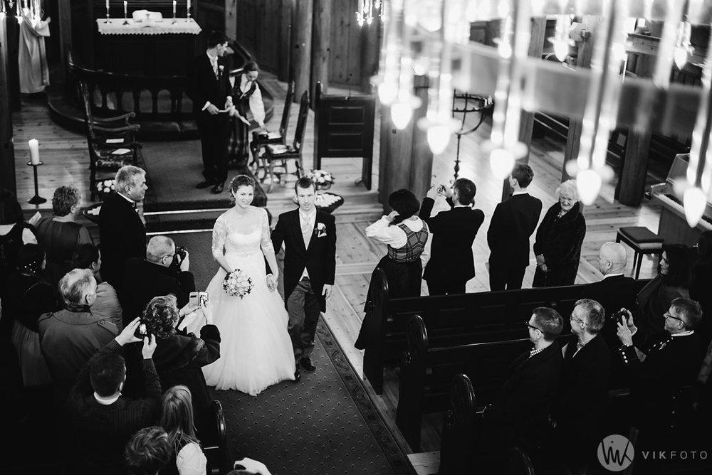 25-vinterbryllup-bryllup-holmenkollen-kapell-vielse-brudepar