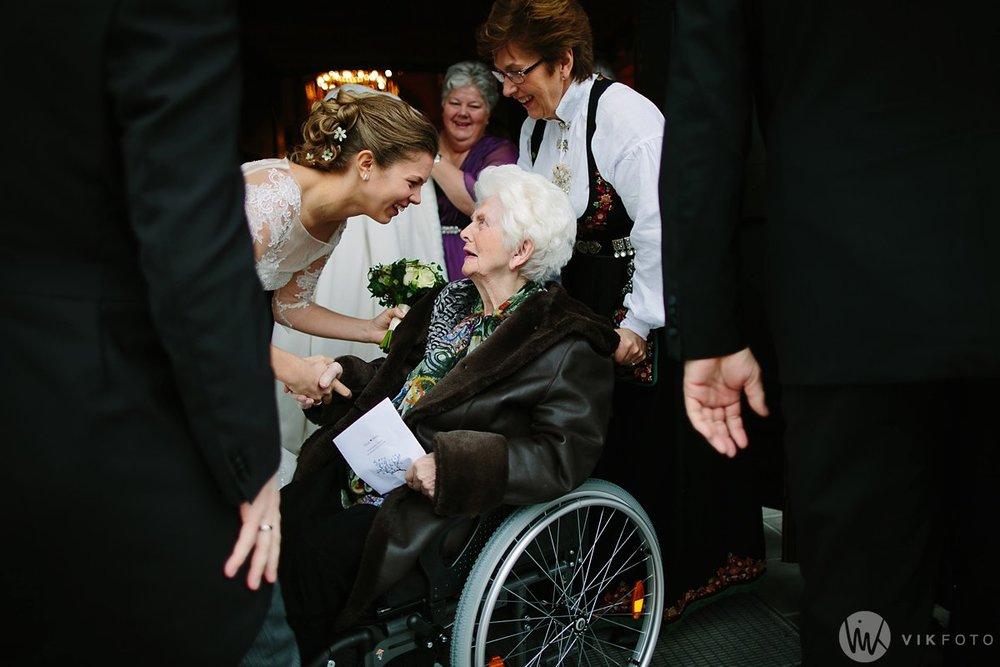 26-vinterbryllup-bryllupsbilde-frognerseteren-brudepar