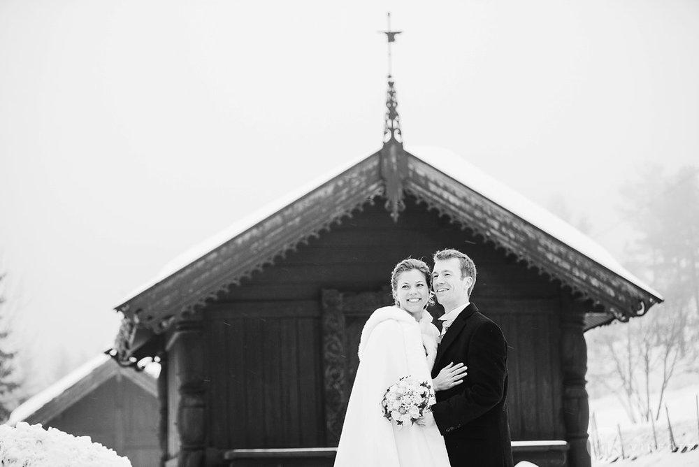 28-vinterbryllup-bryllupsbilde-frognerseteren-brudepar