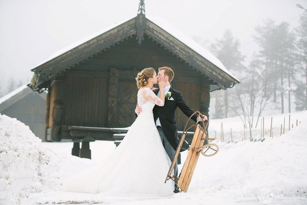 30-vinterbryllup-bryllupsbilde-frognerseteren-brudepar