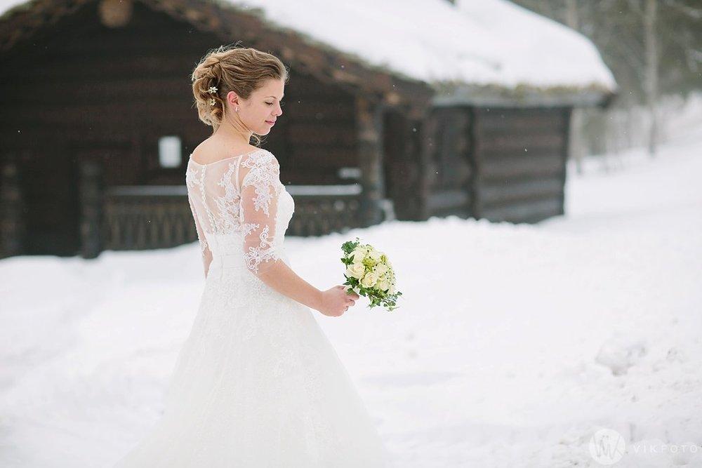 32-vinterbryllup-bryllupsbilde-frognerseteren-brudepar