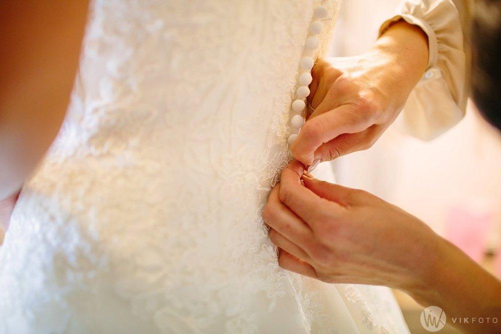 08-bryllup-fotograf-fredrikstad-brud-kace-hårpleie.jpg