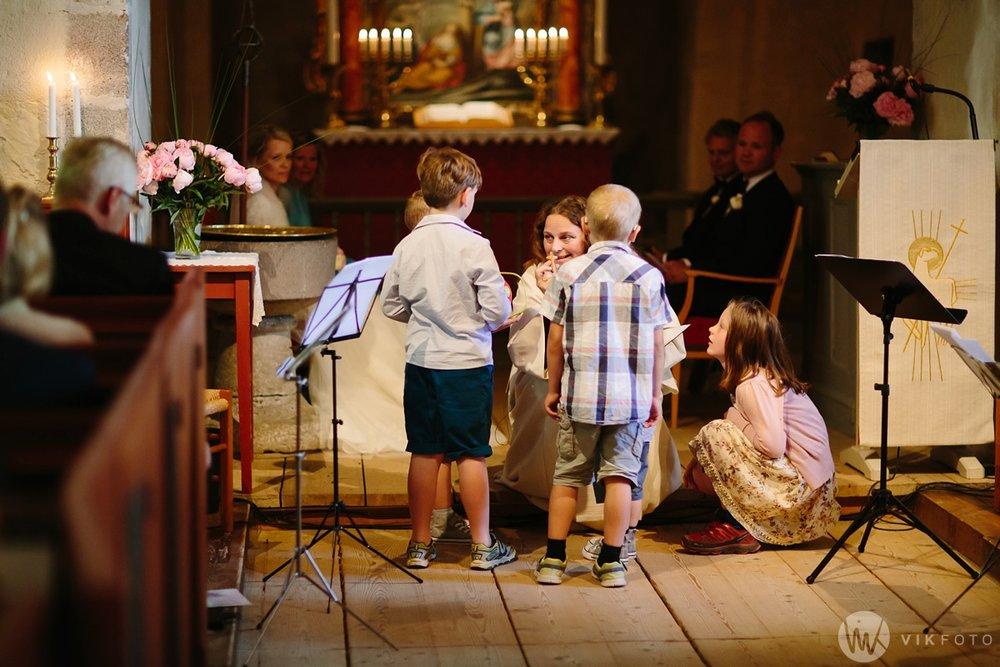 29-bryllup-hvaler-kirke-sommerbryllup.jpg
