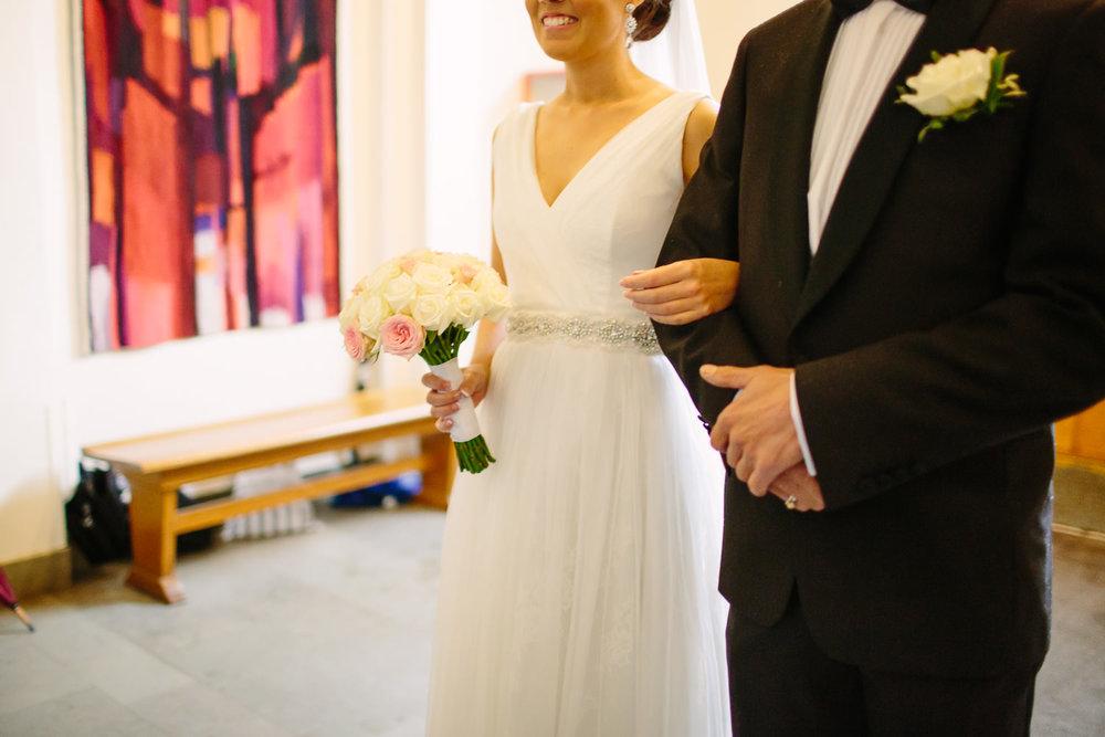 18-bryllup-asker-kirke-vielse-bryllupsfotograf-regn.jpg