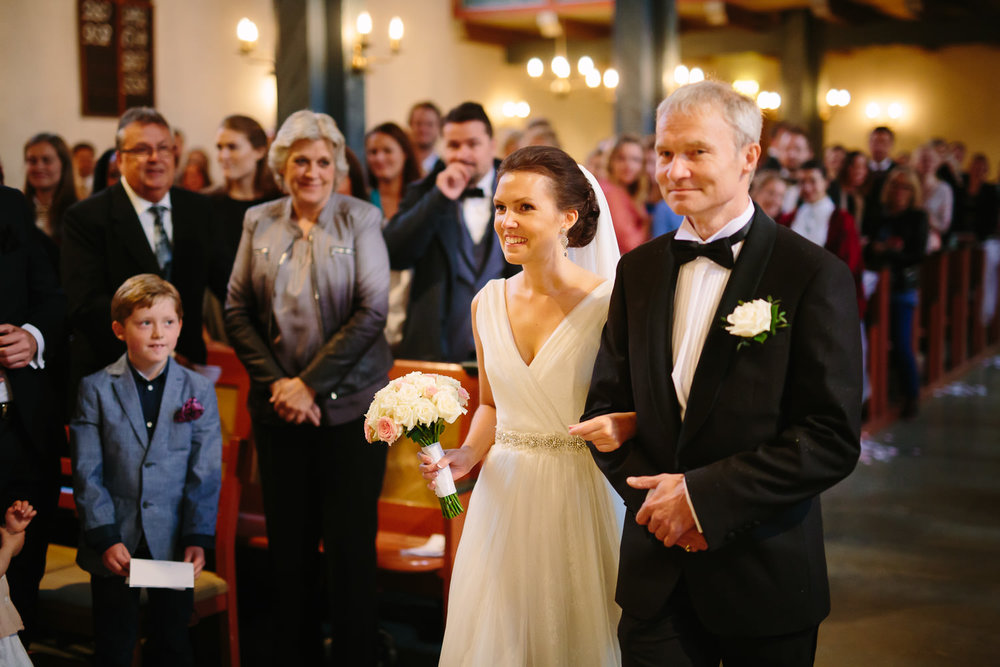 19-bryllup-asker-kirke-vielse-bryllupsfotograf-regn.jpg