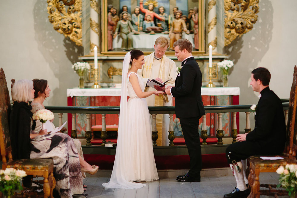 25-bryllup-asker-kirke-vielse-bryllupsfotograf-regn.jpg