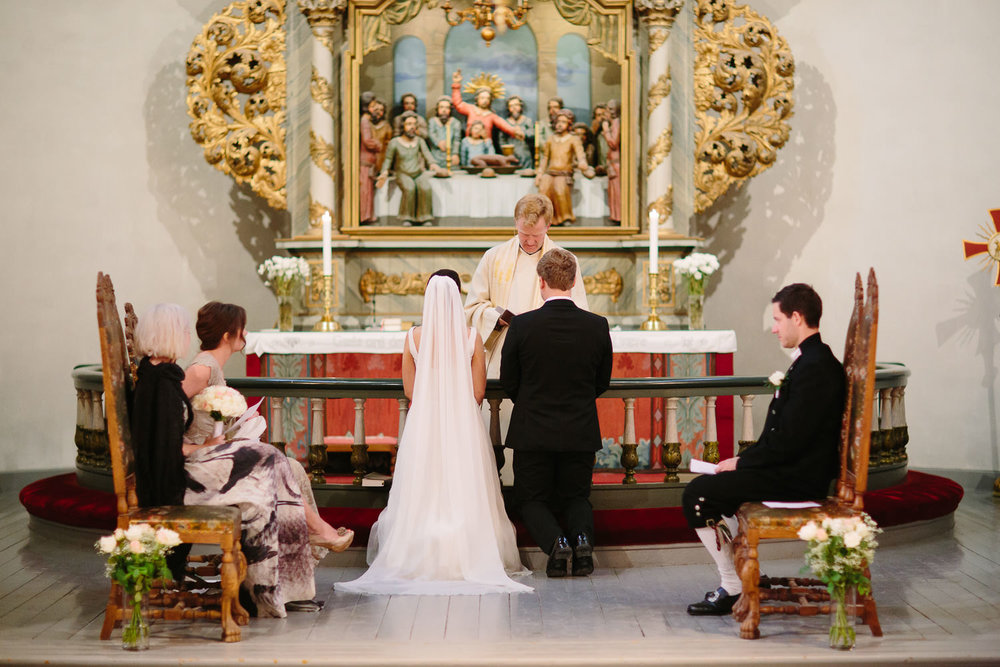 29-bryllup-asker-kirke-vielse-bryllupsfotograf-regn.jpg