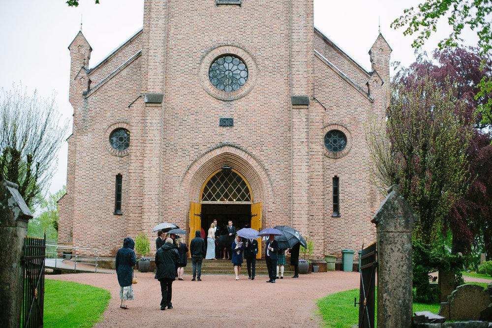 33-bryllup-asker-kirke-vielse-bryllupsfotograf-regn.jpg