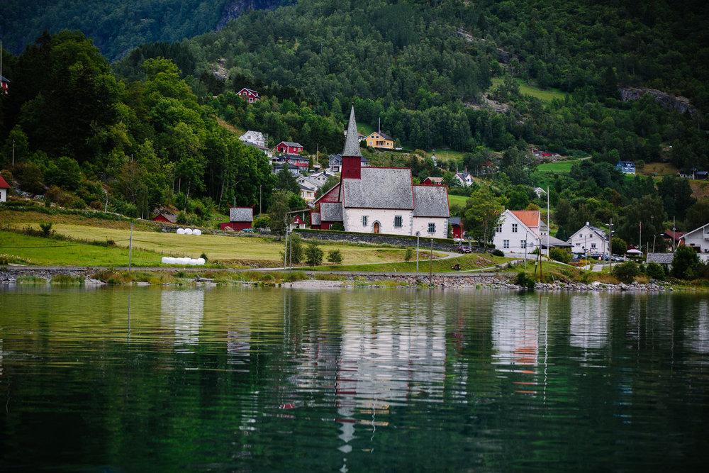 23-bryllup-dale-kirke-vielse-sogn-lustrafjorden.jpg