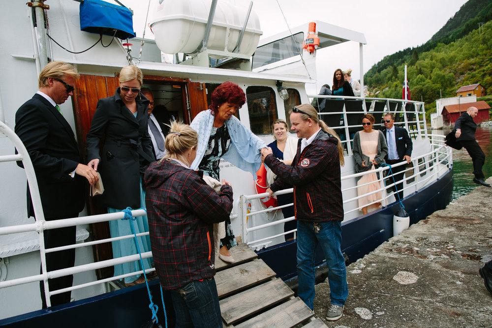 24-bryllup-dale-kirke-vielse-sogn-lustrafjorden.jpg