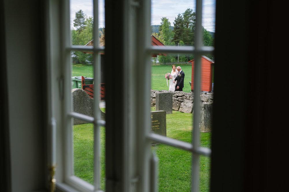 16-bryllup-romskog-kirke-vielse-seremoni.jpg