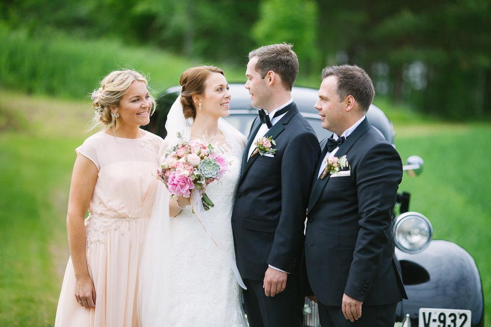 36-bryllupsfotograf-romskog-spa-bryllupsbilde-eucalyptus-blomster.jpg
