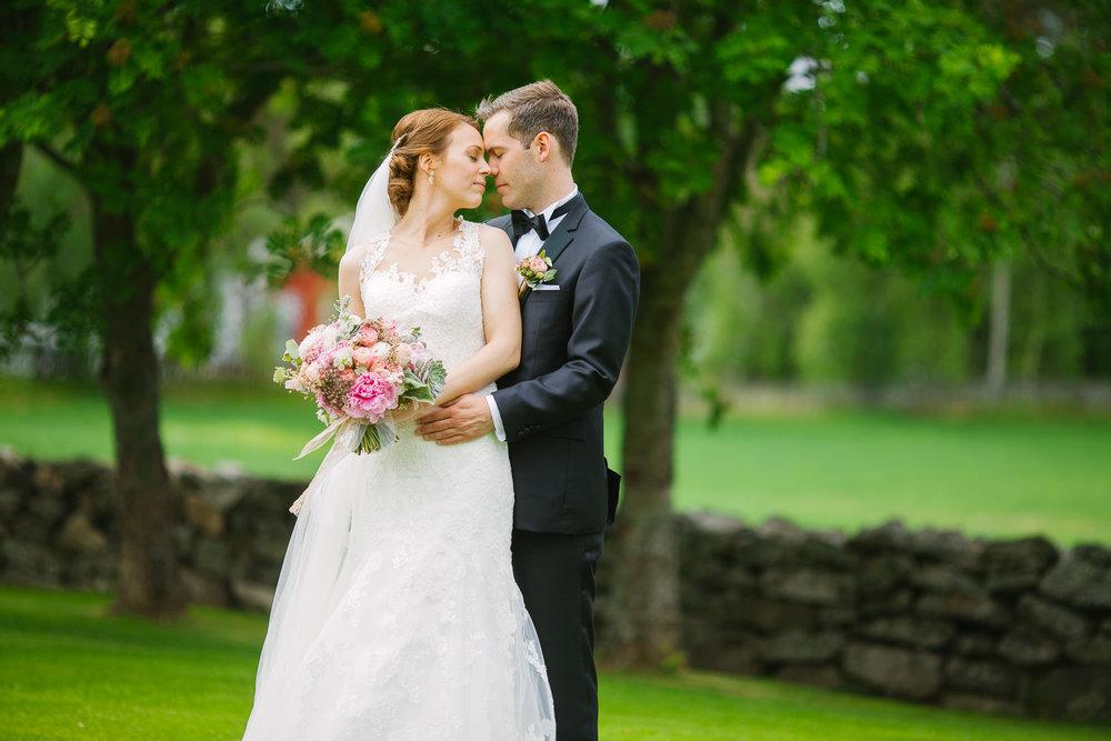 Bryllupsbilde utenfor Rømskog kirke