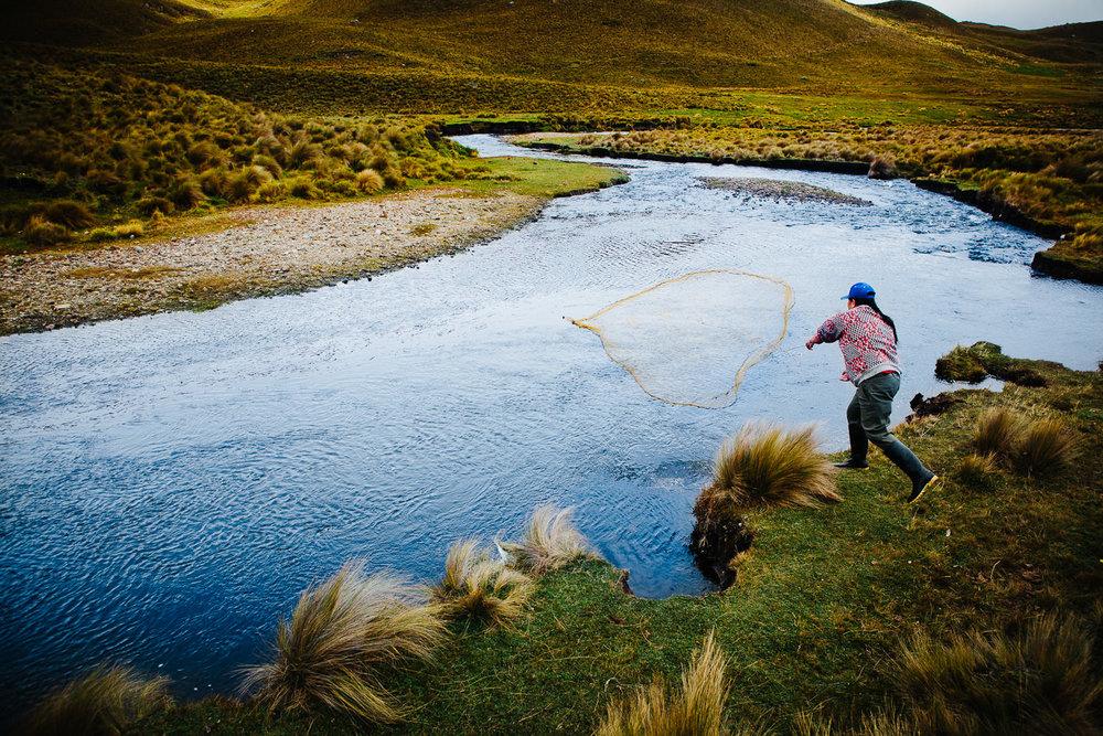 fiske-andes-fjellene-ecuador-indianer