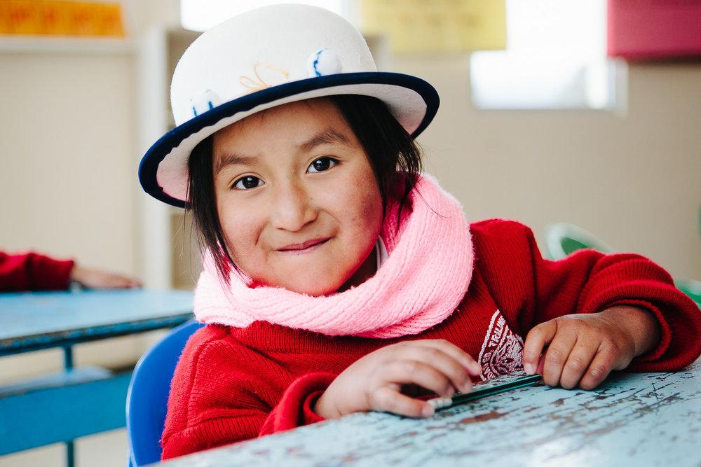 Quechua-indianer-skole-jente-ecuador