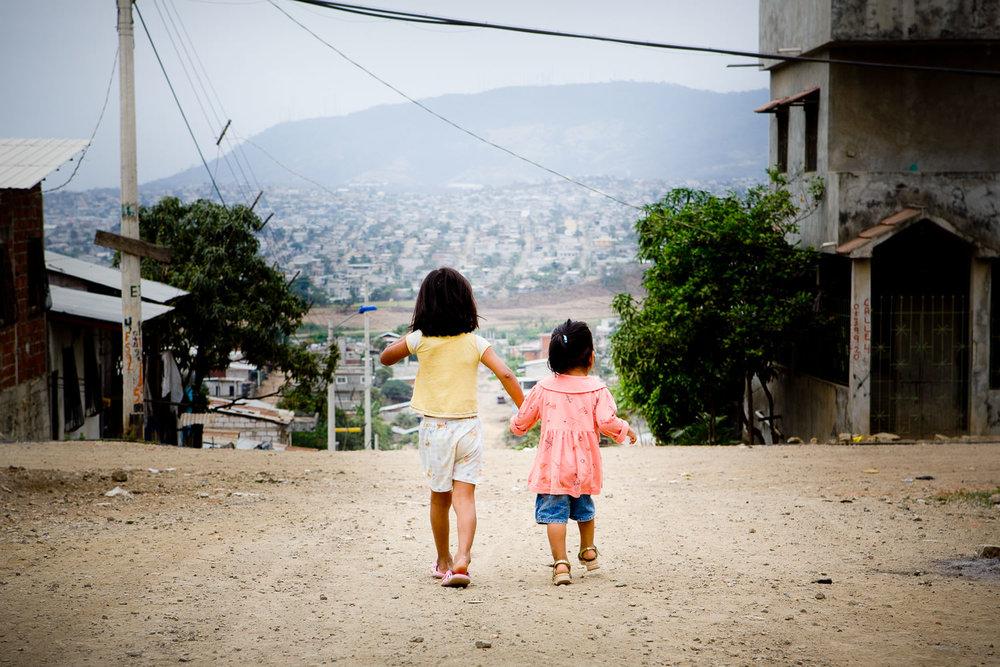 slum-guayaquil-barn-ecuador