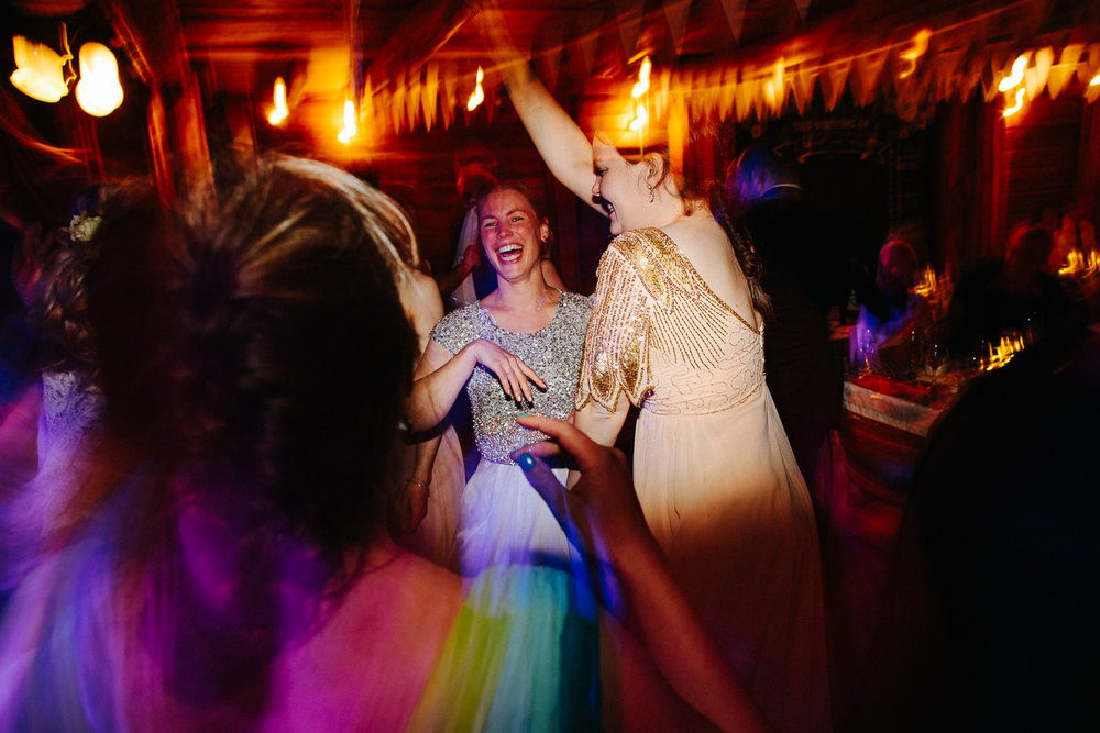 Stemningsbilde fra dansegulvet i bryllupet
