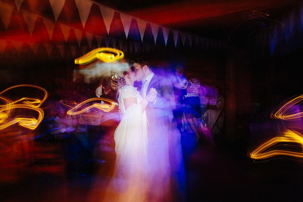 Brudepar på dansegulvet med lang lukkertid