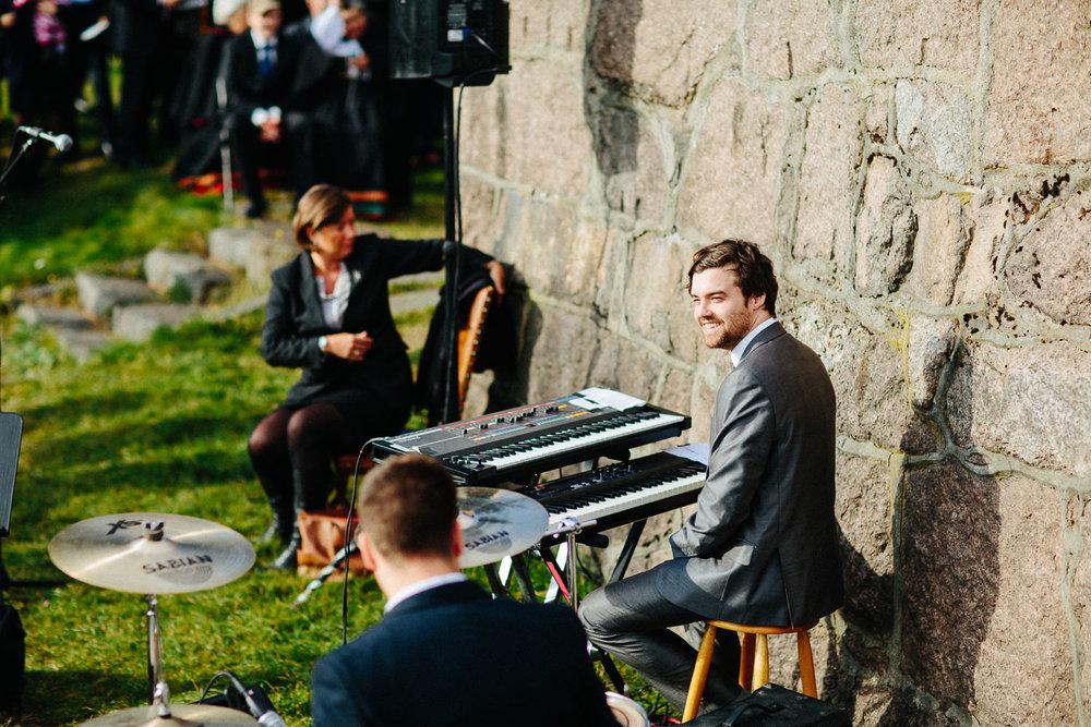 06-bryllup-solstua-vielse-ute.jpg