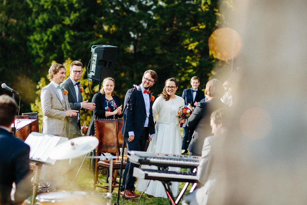 11-bryllup-solstua-vielse-ute.jpg