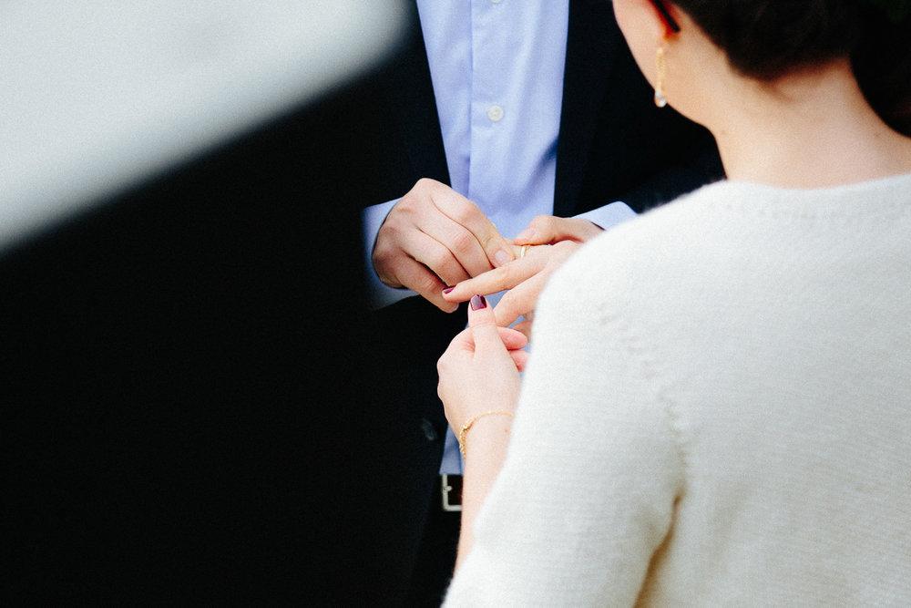 25-bryllup-solstua-vielse-ute.jpg