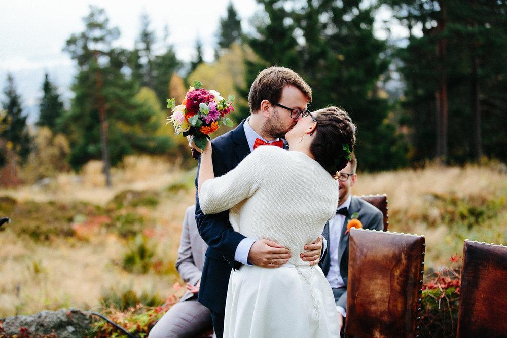 27-bryllup-solstua-vielse-ute.jpg