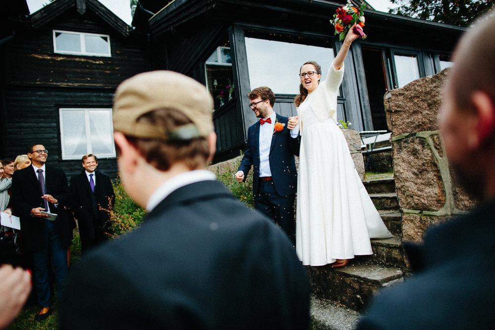 31-bryllup-solstua-vielse-ute.jpg
