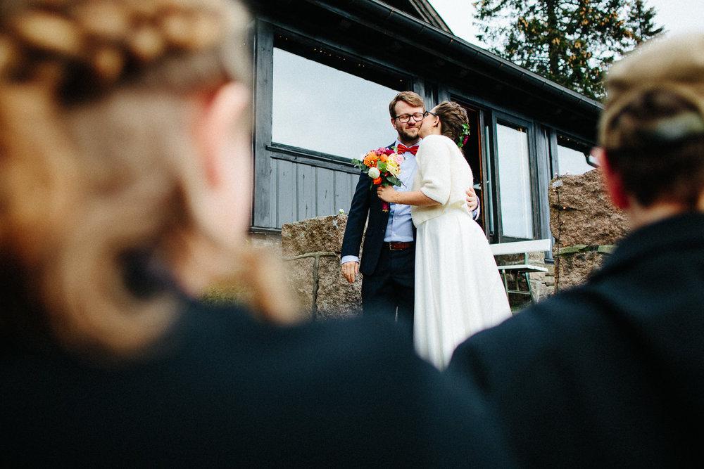 32-bryllup-solstua-vielse-ute.jpg