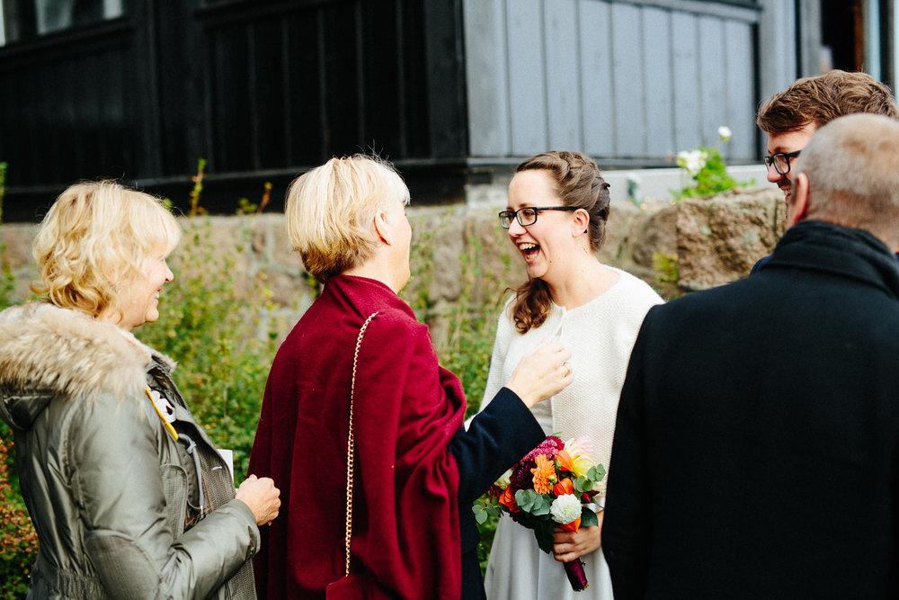 33-bryllup-solstua-vielse-ute.jpg