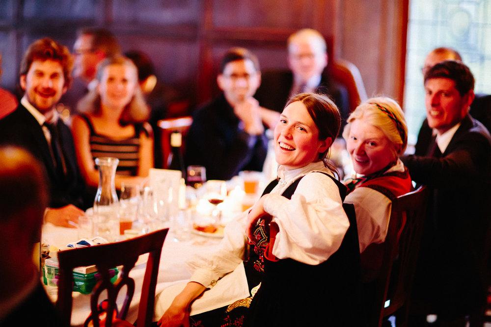 71-bryllupsfotograf-oslo-bryllup-solstua-holmenkollen.jpg
